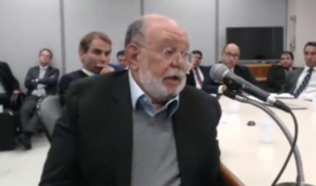 """Colunista do Cafezinho Bajonas Teixeira classificou como """"incrivelmente idiota"""" o argumento usado pelo sócio da OAS contra o ex-presidente Lula, ao acusá-lo de ordenar destruir provas, mas não vender o triplex do Guarujá; """"Isso equivaleria a um chefe de quadrilha que ordenasse ao seu bando: 'escondam o dinheiro do assalto mas deixem os corpos dos guardas assassinados bem visíveis na minha sala de estar'"""", diz; """"Talvez uma criança de cinco anos, ou um adolescente formado pela escola sem partido, pudessem ser ludibriados pela farsa montada pelo ex-presidente da OAS. Mas um adulto com um mínimo de capacidade de reflexão, jamais se deixaria convencer pela construção primária dos fatos e pelas inconsistências dessas denúncias"""""""