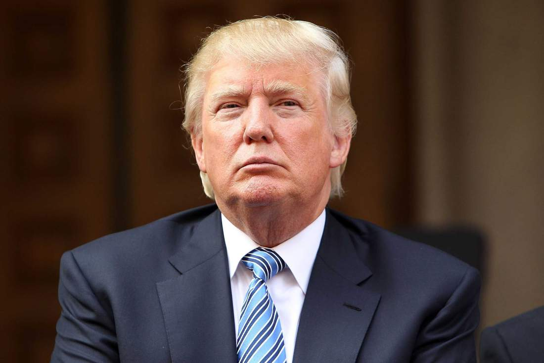 """Presidente Donald Trump, ao assinar decretos presidenciais pedindo reavaliação de algumas regulações financeiras da administração Obama, disse nesta sexta-feira que haverá um grande anúncio de reforma tributária na próxima semana; """"Teremos um grande anúncio na quarta-feira que tem a ver com a reforma tributária. O processo começou há muito tempo, mas a reforma começará na quarta-feira"""", disse"""
