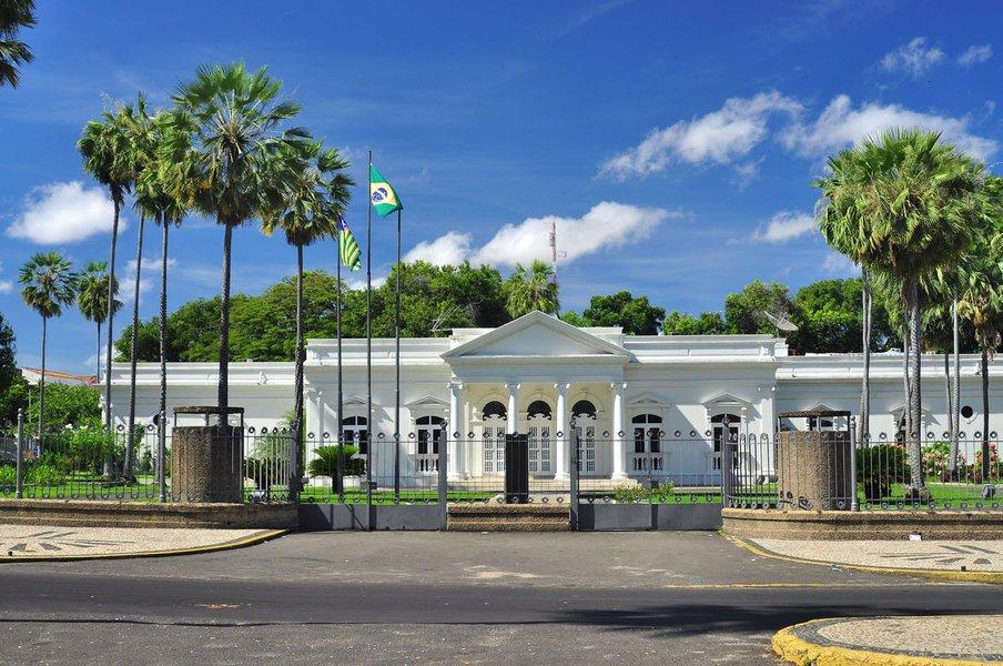 O Governo do Piauí obteve a autorização da Assembleia Legislativa para contratar dois empréstimos, que somam R$ 471 milhões junto à Caixa Econômica e ao Banco Interamericano de Desenvolvimento (BID), destinados a investimentos em transporte e mobilidade urbana, turismo e educação e na melhoria da gestão fazendária e transparência fiscal; também estão incluídas a melhoria da gestão para resultados e transparência pública na CGE e da execução e cobrança da dívida ativa pela PGE