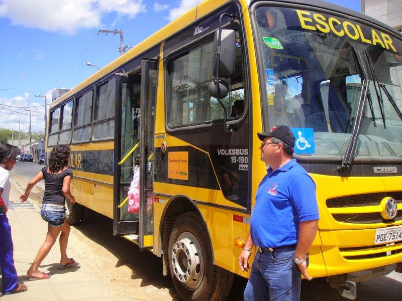 O governo de Alagoas decidiu transferir os recursos financeiros para a execução do transporte escolar dos estudantes da rede pública estadual de 26 municípios; portaria é valida apenas para as escolas que não fazem parte da Gestão Integrada de Transporte Escolar (GEITE), que atende a mais 70% dos municípios de Alagoas