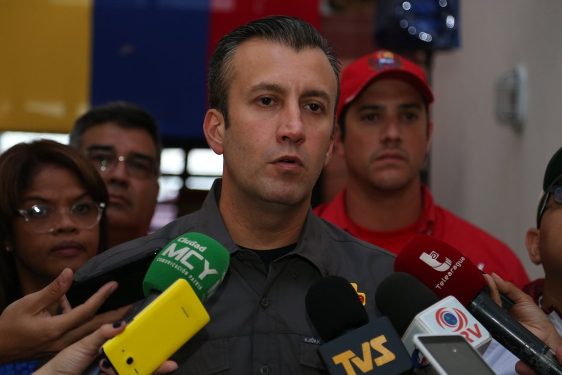 """Governo venezuelano enfrenta um golpe, disse o vice-presidente Tareck El Aissami em entrevista a um canal estatal de televisão; """"Nós alertamos a comunidade internacional... esta direita terrorista está lançando seu ódio, estamos no meio de um golpe, vamos derrotá-lo"""", disse El Aissami; vice-presidente chamou a unidade para a Força Armada Nacional e à união """"cívico-militar"""""""