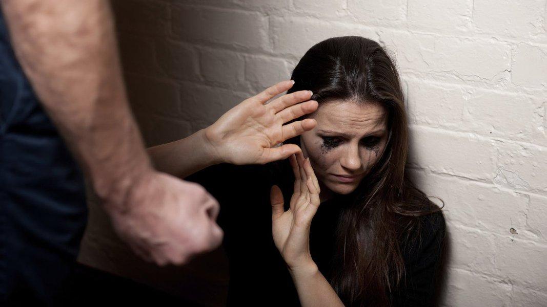 O estado da Bahia registra 15.751 casos de violência contra a mulher, desde o início do ano até meados de maio. O balanço inclui crimes como homicídio, tentativa de homicídio, feminicídio, estupro, lesão corporal e ameaça; os dados foram divulgados nesta sexta-feira pela Secretaria de Segurança Pública, que considerou, para o levantamento, somente as vítimas maiores de 18 anos; do total, 125 mulheres foram assassinadas, e apesar do número de homicídios, somente 14 deles foram considerados feminicídio, qualificadora da pena que considera o gênero como motivação para o crime