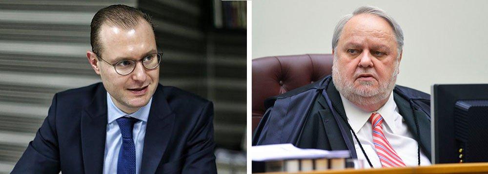 """A defesa do ex-presidente Lula garantiu que vai recorrer da decisão do ministro Felix Fischer, do Superior Tribunal de Justiça (STJ), que rejeitou, nesta quinta-feira (21), recurso do ex-presidente, para que seja julgada pelo tribunal a suspeição do juiz Sergio Moro; """"Vamos recorrer para que o colegiado analise o tema da suspeição, tal como opinou o Ministério Público Federal em parecer emitido nos autos"""", afirmou o advogado Cristiano Zanin Martins;"""