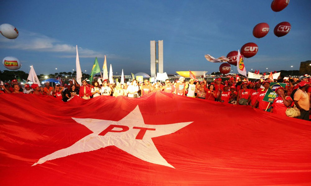 No Brasil democrático, justo e soberano que sonhamos, as políticas culturais devem partir de um único princípio: o lugar da produção cultural é e deve continuar sendo a sociedade civil. Uma política cultural de viés emancipador deve partir desse ponto, mobilizando a participação efetiva, independente e criadora do povo brasileiro