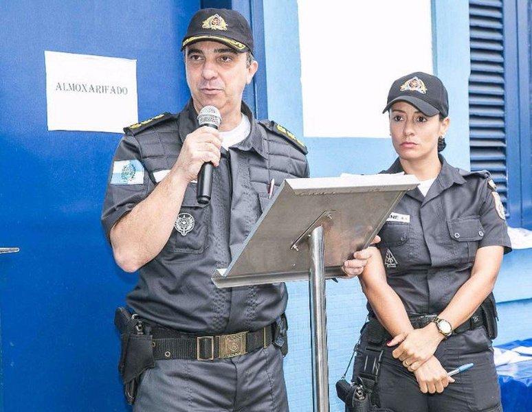 O comandante do 3º Batalhão da Polícia Militar, no bairro do Méier, zona norte do Rio, foi atacado a tiros por criminosos quando passava pela Rua Hermengarda, que dá acesso ao bairro do Lins de Vasconcelos; a área do batalhão do Méier é cercada por 44 favelas; o carro do coronel Teixeira, descaracterizado, foi atingido por dezenas de tiros, quando ele viajava no banco do carona ao lado do motorista da unidade militar