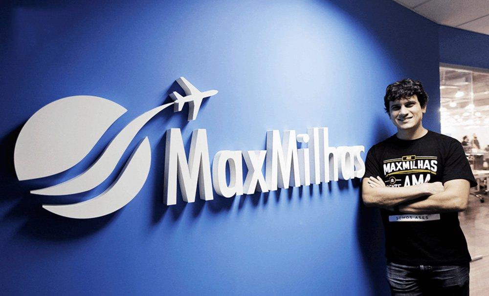 """A maior empresa de vendas de passagens aéreas emitidas por milhas do mundo, a MaxMilhas foi fundada em 2013 e desde então não recebeu nenhum investimento externo, sendo considerada o maior caso de bootstrapping do País; Oliveira, CEO da companhia, trouxe dicas de como crescer e ser bem-sucedido sem capital externo; uma delas é fazerum planejamento que consista com o estágio da sua companhia; """"Escalar a sua empresa nessa fase não é tão importante no momento. Foque na sua equipe pois é ela que fará um grande esforço para você crescer sem necessitar de um investidor, ou seja, que você permaneça bootstrapping"""""""