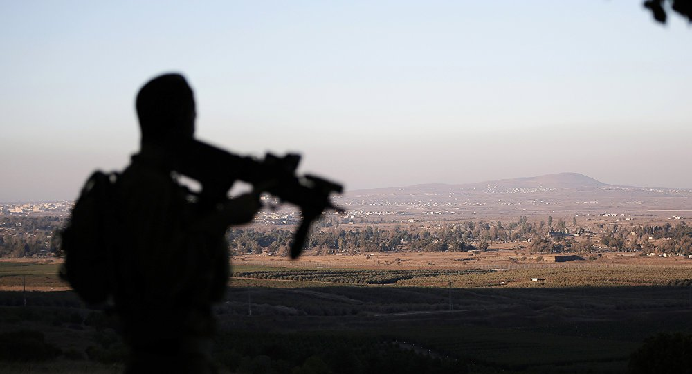 """Exército da Síria denunciou que aviões israelenses lançaram mísseis a partir do espaço aéreo libanês, que atingiram uma infraestrutura militar localizada na província central de Hama, causando a morte de duas pessoas; exército advertiu sobre as consequências """"perigosas destes atos violentos sobre a segurança e estabilidade da região"""" e afirma que o ataque insiste no """"apoio direto de Israel ao Estado Islâmico e a outras organizações terroristas"""""""