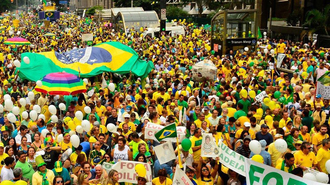Temos uma divisão profunda da sociedade brasileira, revelando uma fissura sem precedentes que, por algum caminho, terá de ser recosturada. Nossa alternativa é justamente alguma forma de articulação de interesses comuns para evitar a tragédia de convulsões sociais ou mesmo de uma guerra civil que agravem ainda mais a situação de derretimento geral das instituições republicanas