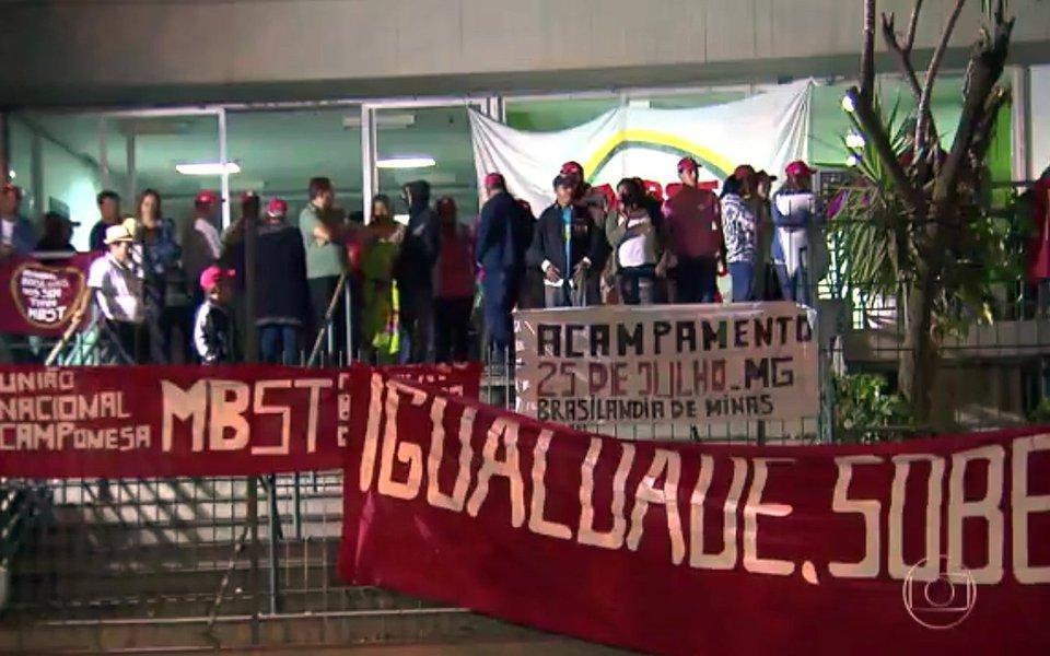 Os participantes da mobilização pedem uma alternativa para a invasão das fazendas Brejão e Tapera, na cidade de Brasilândia de Minas