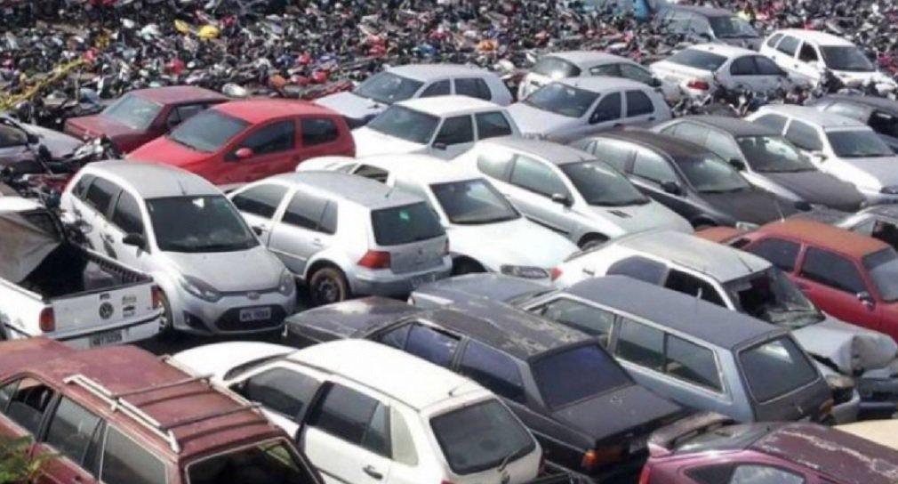 O Departamento Estadual de Trânsito de Goiás (Detran-GO) vai realizar o leilão de aproximadamente 2.300 sucatas de veículos apreendidos pelo órgão, na próxima sexta-feira (29) e no sábado (30); serão leiloados veículos que estão no pátio da autarquia há mais de 60 dias e não foram resgatados por seus proprietários