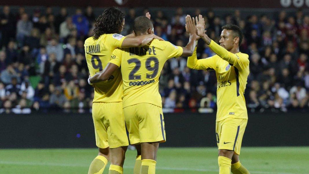 O trio de ataque do PSG voltou a funcionar e o time francês goleou o Anderlecht, da Bélgica, por 4 x 0, pela terceira rodada da fase do grupos da Liga dos Campeões da Europa; Além de Neymar, Cavani e Mbappé, Di Maria anotou para o time francês; o PSG lidera o grupo B com 9 pontos, contra 6 do Bayern de Munique