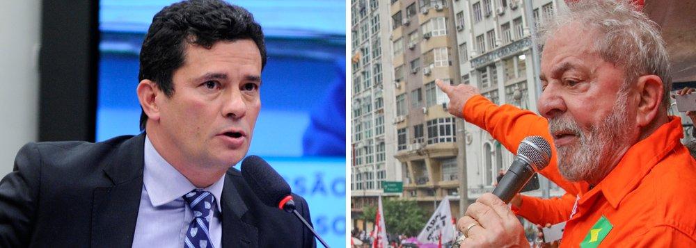 """O juiz federal Sérgio Moro determinou nesta segunda-feira 9 que os advogados do ex-presidente Lula esclareçam se possuem os documentos originais dos recibos que comprovam o pagamento de aluguéis de um apartamento vizinho ao que Lula mora, em São Bernardo do Campo; caso existam, o juiz determinou que sejam entregues; os procuradores da Lava Jato afirmaram que os recibos entregues são """"ideologicamente falsos""""; defesa defende realização de perícia"""