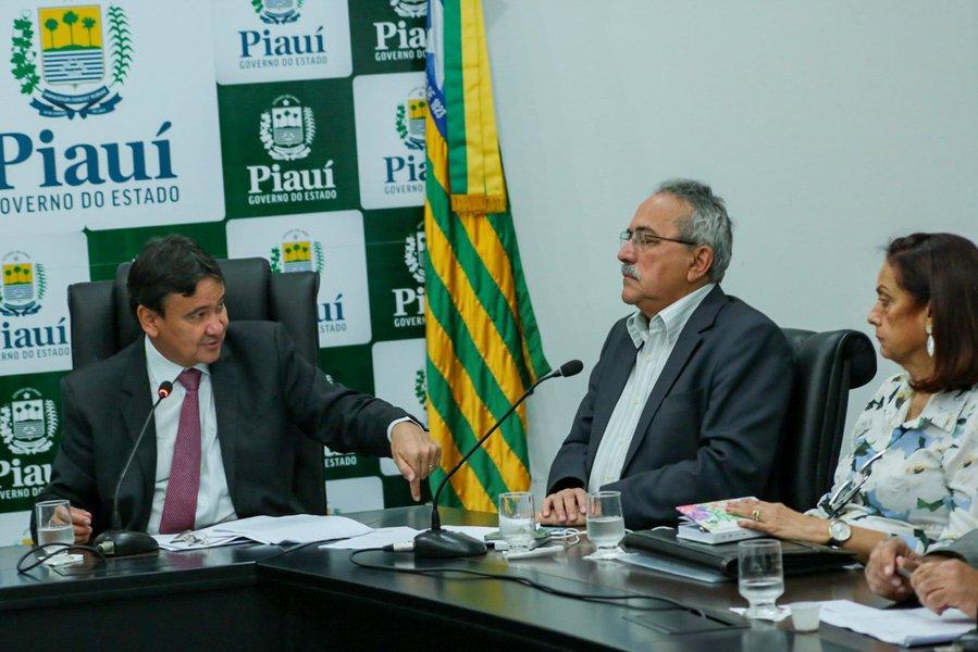Com o objetivo de evitar uma crise hídrica no Piauí nos próximos meses, o governo do Piauí anunciará a necessidade de racionamento de água em cerca de 40 municípios; odecreto para o racionamento deve ser assinado ainda nesta semana; a decisão foi tomada, durante reunião no Palácio de Karnak entre o governador Wellington Dias e outras autoridades