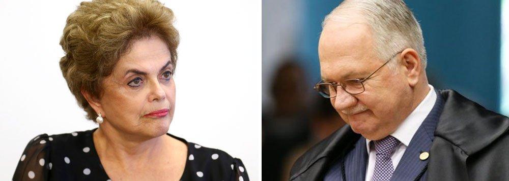 Nomeado por Dilma Rousseff para o Supremo Tribunal Federal, o ministro Edson Fachin, relator da Lava Jato na corte, mandou para a Justiça Federal do Paraná os trechos da delação do marqueteiro João Santana e sua mulher, Mônica Moura, que tratam do uso de caixa dois nas campanhas de Dilma Rousseff, em 2010 e 2014; dessa forma, investigações sobre o caso vão ficar sob os cuidados do juiz Sérgio Moro