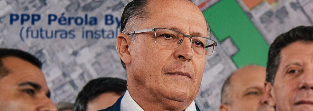 """Informação publicada na coluna de Lauro Jardim aponta que o governador de São Paulo, Geraldo Alckmin, está contratando uma turma para aumentar a visibilidade do tucano nas mídias sociais; """"A equipe será paga pelo partido"""", diz o texto;Alckmin foi citado na Operação Lava Jato. De acordo com o ex-executivo Carlos Armando Paschoal, foram feitos pagamentos a campanhas do tucano por meio de caixa dois, sendo que R$ 2 milhões foram entregues a um cunhado dele em 2010"""