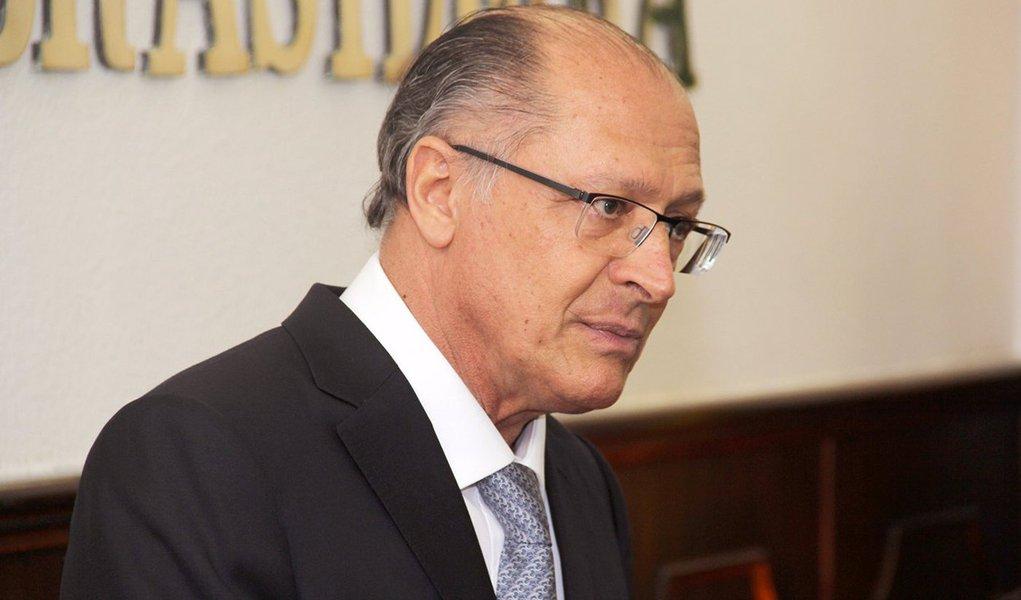 """Entusiastas do governador de São Paulo, Geraldo Alckmin (PSDB), não escondem o clima de incerteza que se abateu sobre o projeto do tucano para concorrer à Presidência em 2018; """"Aliados de Geraldo Alckmin já verbalizaram que o teor de sua citação na delação da Odebrecht diminuiu a possibilidade de ele ser visto pela totalidade da sigla como um presidenciável com chances de êxito"""", diz a coluna Painel, da Folha, neste sábado"""