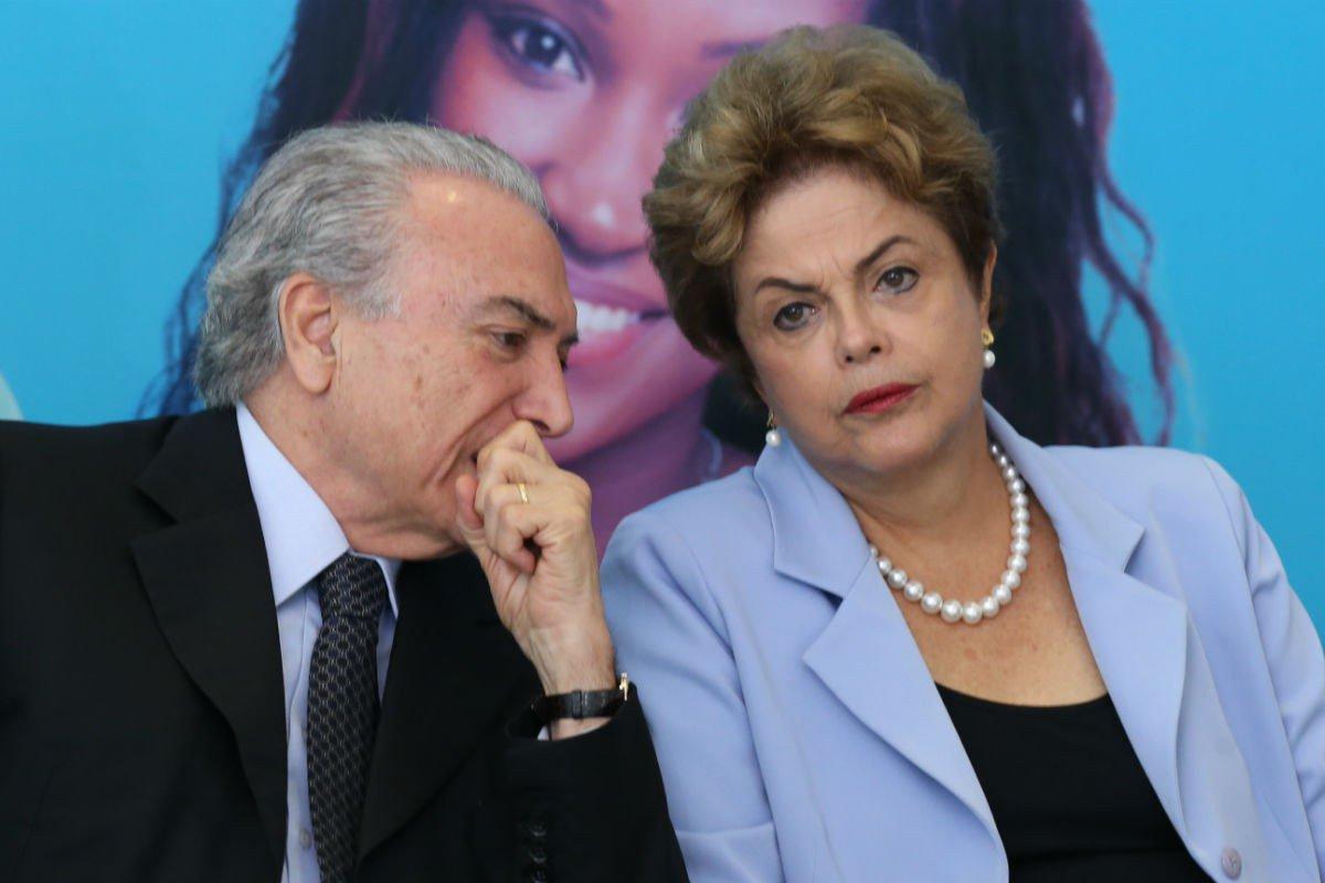 """Em editorial publicado neste domingo, a Folha de S. Paulo sustenta que, ao contrário do que defende Michel Temer, a chapa Dilma-Temer não pode ser dividida; """"Dilma e Temer foram eleitos, afinal, com os mesmos votos - que as verbas amealhadas contribuíram para multiplicar"""", diz o texto; """"O vice beneficiou-se, tanto quanto a candidata a presidente, da vitória eleitoral; e é esta que, no plano jurídico, sofre contestação"""""""