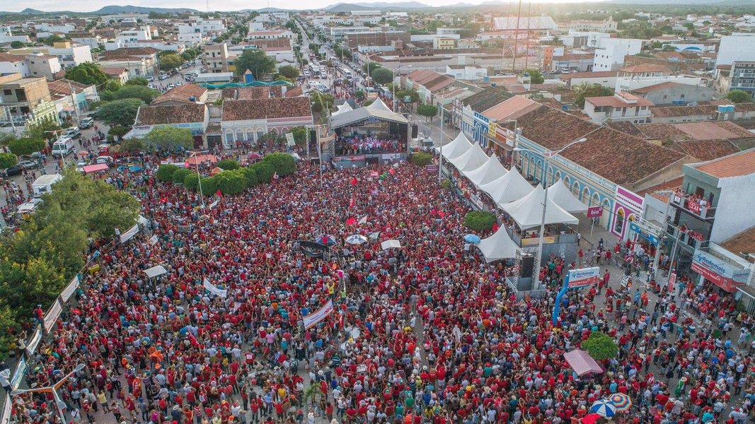 Saiba como foi toda a cerimônia deste dia histórico, em que o ex-presidente Lula e a presidente eleita Dilma Rousseff fizeram a inauguração popular da transposição do São Francisco, uma obra histórica, que beneficia 12 milhões de nordestinos atingidos pela seca