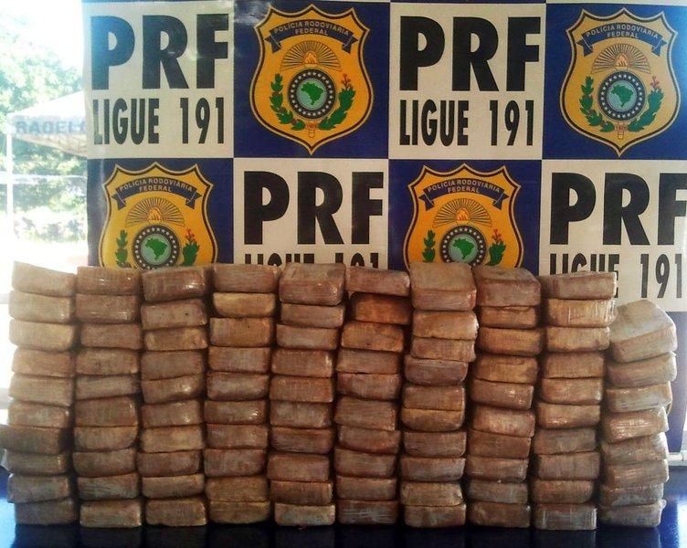 Trabalho integrado entre a Polícia Federal e a Polícia Rodoviária Federal terminou na apreensão, em Chorozinho, na BR-116, de um caminhão transportando 168 kg de pasta de cocaína; veículo vinha de Ji-Paraná/RO e se dirigia para Fortaleza