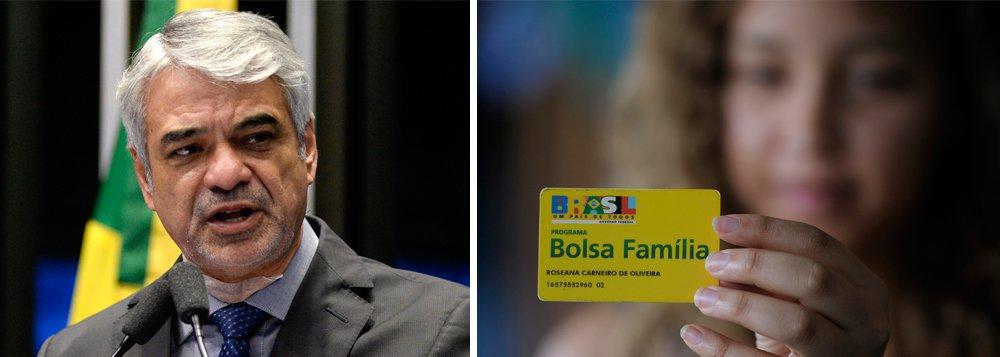 """O senador Humberto Costa (PT-PE), líder da bancada oposicionista no Senado, criticou os cortes no programa Bolsa Família promovidos pelo governo de Michel Temer; para o parlamentar, cortar os benefícios em momento de forte desemprego torna a situação dessas famílias ainda mais drástica; """"A fome voltou em regiões do Nordeste"""", afirmou Costa"""