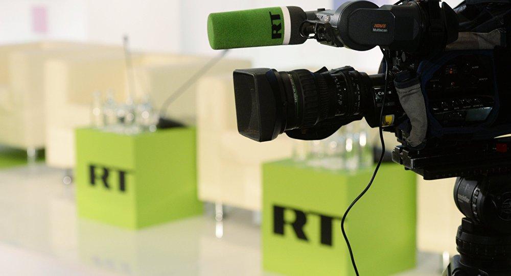 """Com o aumento de controvérsias sobre a mídia russa nos EUA, o Ministério das Comunicações russo não exclui a possibilidade de Moscou dar resposta às ameaças, notando que ela pode não ser similar; """"É vergonhoso discutir a proibição da mídia. Se as ameaças [de Washington] forem cumpridas, crio, que nesse caso, a Federação da Rússia vai tomar algumas medidas, mas não acho que precisemos nos rebaixar ao mesmo nível inferior"""", disse o ministro das Comunicações russo, Nikolai Nikiforov"""