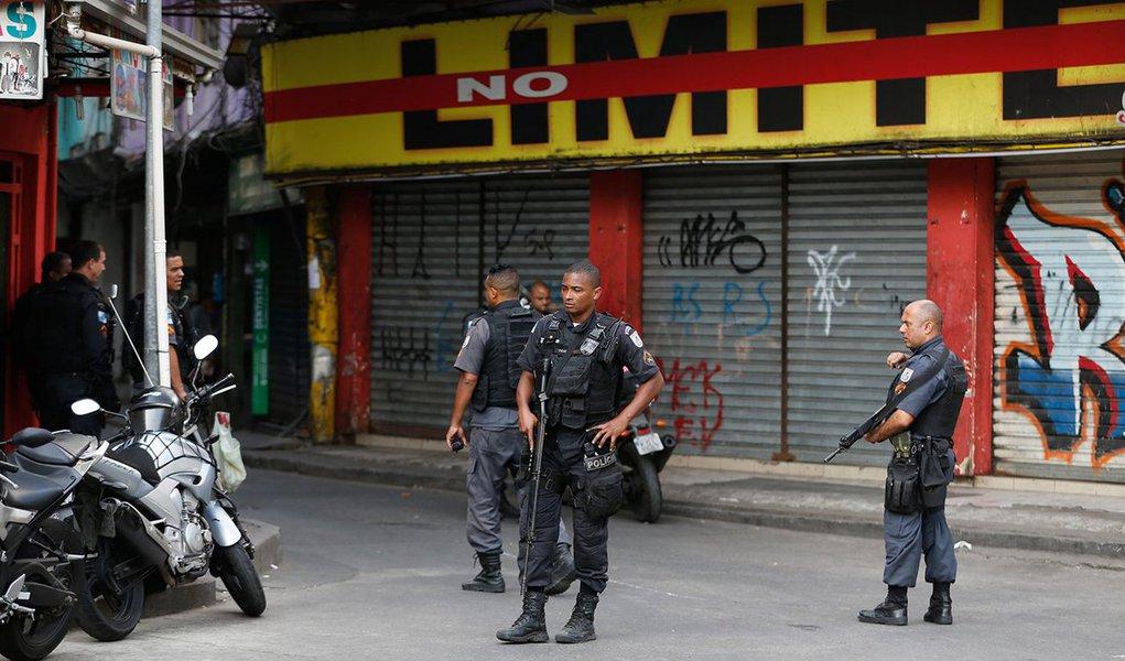 Militares do Batalhão de Operações Policiais Especiais (Bope) e do Batalhão de Ações com Cães (BAC) da Polícia Militar (PM) fazem desde as primeiras horas da manhã uma operação no morro do Borél, na Tijuca, zona norte do Rio; a ação é um desdobramento do cerco à Rocinha, para prender os líderes da facção criminosa que comanda a comunidade e que teriam fugido pela região de Mata Atlântica para o Maciço da Tijuca