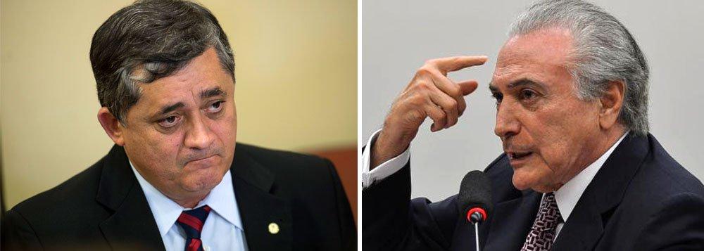 """Deputado José Guimarães (PT-CE), protocolou nesta sexta-feira (25) um projeto de decreto legislativo (PDC 744/17) para sustar o Decreto 9.142, de 22 de agosto de 2017, de autoria do presidente ilegítimo Michel Temer, que extingue a Reserva Nacional de Cobre (Renca); na justificativa para suspender o decreto presidencial, Guimarães alega que a Constituição prevê que """"é da competência exclusiva do Congresso Nacional sustar os atos normativos do Poder Executivo que exorbitem do poder regulamentar ou dos limites de delegação legislativa"""""""