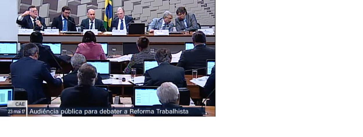 """A Comissão de Assuntos Econômicos do Senado está realizando uma audiência pública sobre a Reforma Trabalhista, sob a presidência do Senador Tasso Jereissati (PSDB-CE). Para Tasso,é importante """"dar andamento aos trabalhos para mostrar ao país que o Legislativo está funcionando"""""""