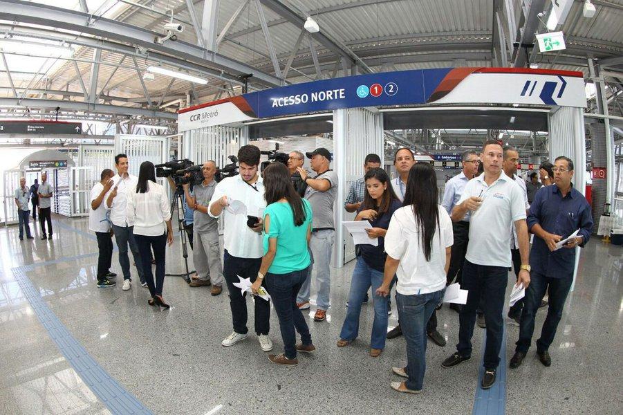 Previstas para serem entregues até maio deste ano, as estações Pernambués, Imbuí, CAB e Pituaçu estão prontas, aguardando apenas a conclusão das passarelas de acesso para entrar em funcionamento; as obras receberam visita e foram vistoriadas por autoridades nesta terça-feira; com 93% das obras das estações concluídas, a Linha 2 do Sistema Metroviário de Salvador e Lauro de Freitas estará em operação plena até o final de 2017, interligando o Acesso Norte ao Aeroporto em apenas 27 minutos