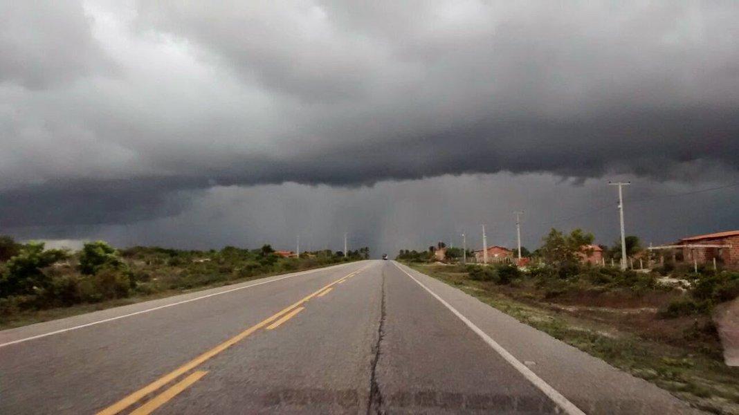 De acordo com a Fundação Cearense de Meteorologia e Recursos Hídricos (Funceme), 51 municípios cearenses registraram chuvas neste domingo (12); a maior precipitação ocorreu em Granja, 55 mm; previsão é de que pode chover em todas as regiões do Estado nesta segunda-feira (13)