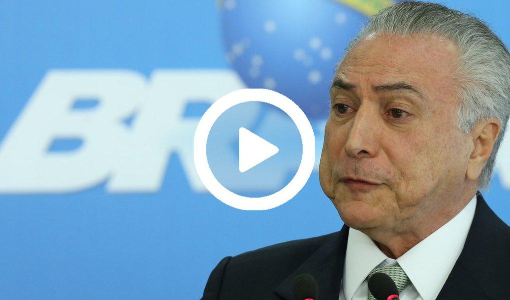 """Michel Temer afirmou que quer ser lembrado como """"alguém que reformulou o país"""" e """"permitiu que os novos governos encontrem um país mais tranquilizado""""; segundo ele, que assumiu o poder, após um golpe contra Dilma Rousseff, o principal objetivo do governo é resgatar a economia brasileira da maior recessão de sua história, com """"duras"""", """"profundas"""" e impopulares reformas; com citações em delações da Odebrecht e 78% da população pedindo sua cassação, conforme pesquisa Vox Populi, o peemedebista não aposta em uma condenação e disse que entregará o poder em 1º de janeiro de 2019; """"Há ainda um longo percurso processual a percorrer"""""""