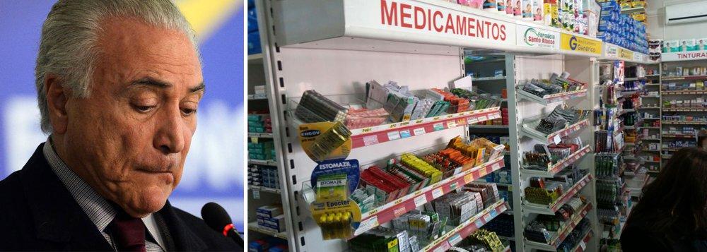Maior recessão econômica da história do Brasil, provocada pelo golpe parlamentar que retirou a presidente Dilma Rousseff e colocou Michel Temer em seu lugar, derrubou também as vendas de medicamentos no país; segundo o Sindusfarma, o sindicato das empresas do segmento de farmácias, houve queda de 10,23% nas vendas nos últimos seis meses. Apenas nos últimos três meses, as unidades vendidas tiveram uma queda de 14%