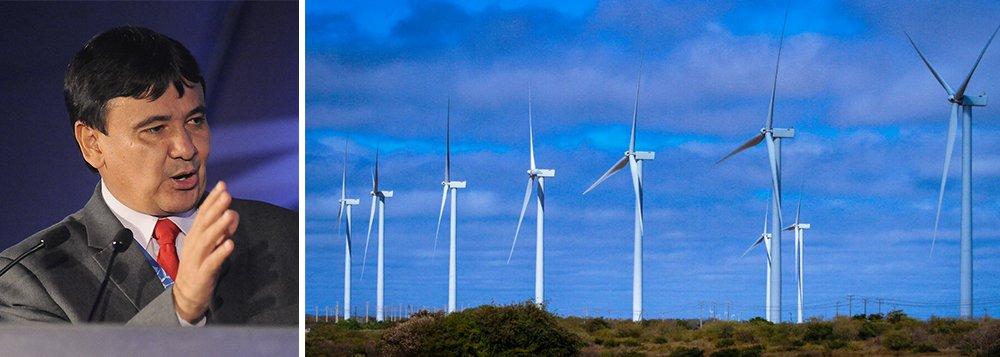"""Os ventos que sopram no Piauí, principalmente no semiárido, estão entre os mais adequados do mundo para a geração de energia eólica, de acordo com a Associação Brasileira de Energia Eólica (Abeeólica), que reconhece o estado como o quarto maior produtor do País de energia eólica com 1.085 MW; segundo o governo, as usinas no Piauí totalizam R$ 6,5 bilhões em investimentos e as próximas a serem inauguradas, R$ 6,2 bilhões; também há uma em estudo, na qual está previsto um aporte de R$ 24 bilhões, e geração de 4 GW; o estado também se prepara alavancar na geração de energia a solar; """"Nós temos uma característica de ventos fortes e mais constantes à noite e o que não falta é sol durante o dia, o ano todo"""", diz o governador Wellington Dias"""