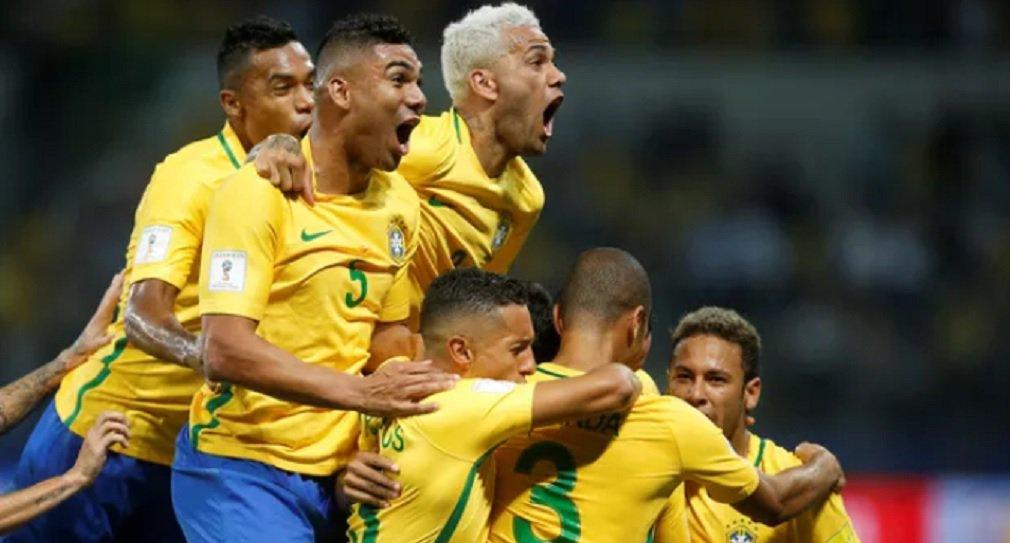 Com um jogo seguro e dois gols do atacante Gabriel Jesus, o Brasil venceu o Chile por 3 a 0, na noite desta terça-feira, em São Paulo; o primeiro gol foi marcado pelo meia Paulinho; a derrota por três gols de diferença fez com que o Chile perdesse a vaga na repescagem para o Peru, ficando assim fora da Copa do Mundo de 2018