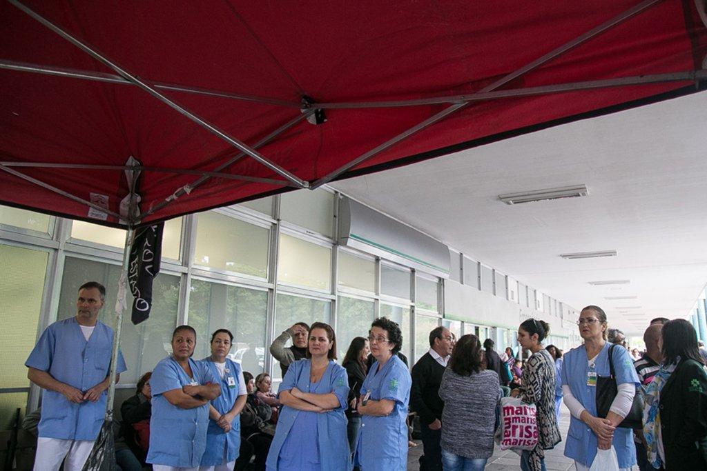 29/05/2017 - Porto Alegre, RS - Funcionários do clínicas realizam paralisação. Foto: Maia Rubim/Sul21