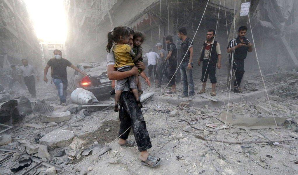 Ao menos 652 crianças foram mortas na Síria no ano passado, um aumento de 20 por cento em relação a 2015, de acordo com o Fundo das Nações Unidas para a Infância (Unicef); além disso, mais de 850 crianças também foram recrutadas para lutar, mais que o dobro do número de 2015, e algumas foram usadas como executores e suicidas, segundo a agência