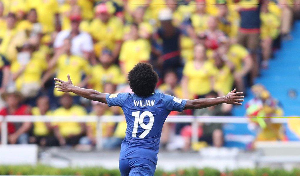 Já classificado para o Mundial da Rússia, em 2018, e líder das eliminatórias sul-americana, o Brasil empatou com a Colômbia por 1 a 1, em Barranquilla, nesta terça-feira (5); os gols foram de Wllian, para o Brasil, aos 46 minutos do primeiro tempo e de Falcao García, pela Colômbia, aos 10 minutos do segundo tempo;com o resultado, a equipe brasileira mantém a vantagem sobre a vice-líder Colômbia, que ainda pode perder a segunda colocação para Uruguai ou Argentina que enfrentam, respectivamente, Paraguai e Venezuela