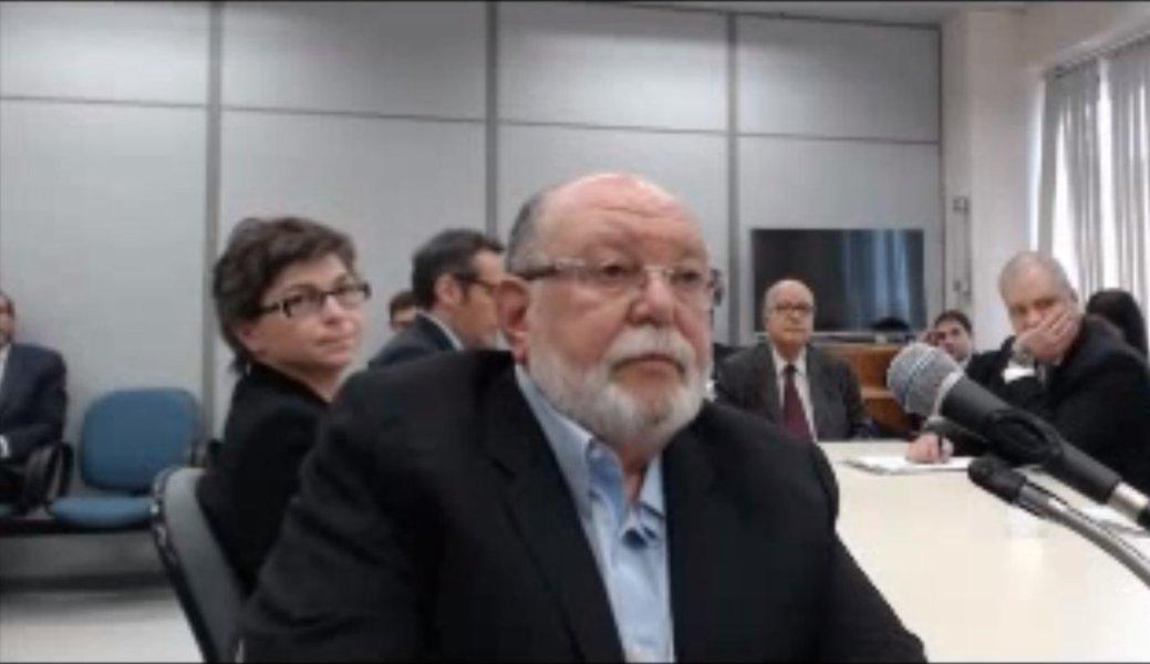 """Assessoria de imprensa do ex-presidente Lula divulgou nesta sexta-feira, 21, que o depoimento do empresário Léo Pinheiro, da OAS, que incrimina Lula foi o primeiro com seus novos advogados, que não acompanharam nenhum dos depoimentos das testemunhas no processo; """"A saída dos advogados anteriores seria parte do acordo com o Ministério Público para que Léo Pinheiro reduza seu tempo na prisão e para que a OAS volte a fechar contratos com o governo. O acordo só sairia, e não foram os advogados de Lula que disseram isso, mas os jornais Valor e Folha de S. Paulo, se Léo Pinheiro incriminasse Lula"""", diz a assessoria de Lula em nota"""