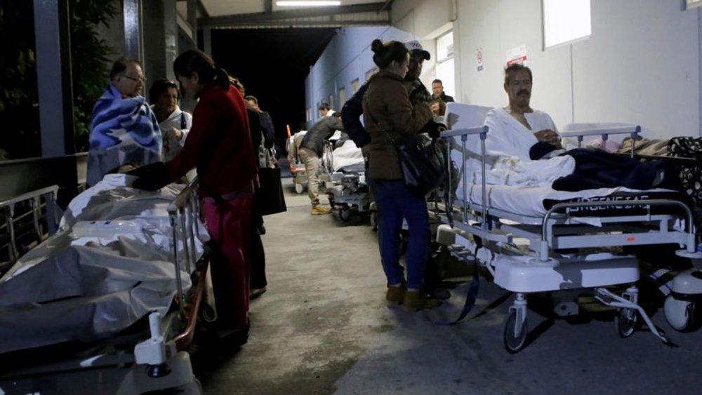 O forte terremoto que atingiu o México na madrugada desta quinta-feira (8) deixou pelo menos 32 mortos no Sul do país – 23 no estado de Oaxaca, sete em Chiapas e dois em Tabasco –, segundo indica um relatório preliminar das autoridades; em declarações à Televisa, o governador do estado de Oaxaca, Alejandro Murat, atualizou o número de mortos em sua região para 23 pessoas; em Juchitán de Zaragoza, no Istmo de Tehuantepec, uma parte do palácio municipal caiu e muitas moradias foram afetadas, com um balanço de 17 mortos