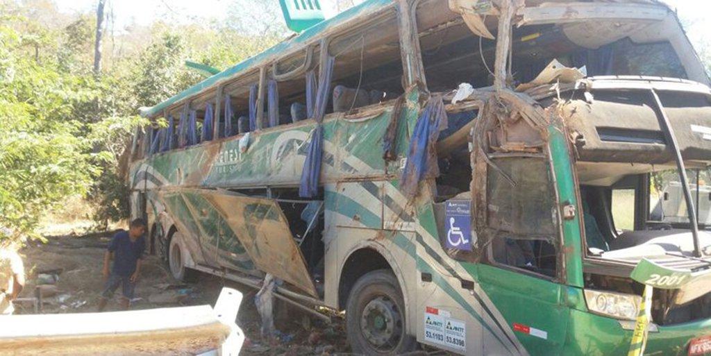 """Após vários acidentes que resultou na morte de 31 pessoas somente neste ano na BR-135, importante rodovia do Sul do Piauí, a bancada piauiense cobrou ações emergenciais que possam reduzir o número de acidentes na rodovia; a rodovia ficou conhecida como """"estrada da morte"""" devido aos inúmeros acidentes com mortes que já ocorreram no local; neste final de semana, a BR-135 registrou um grave acidente envolvendo um ônibus de turismo, que resultou em nove mortos e 18 feridos; após 24h, dois caminhões tombaram na via, felizmente não houve mortes"""