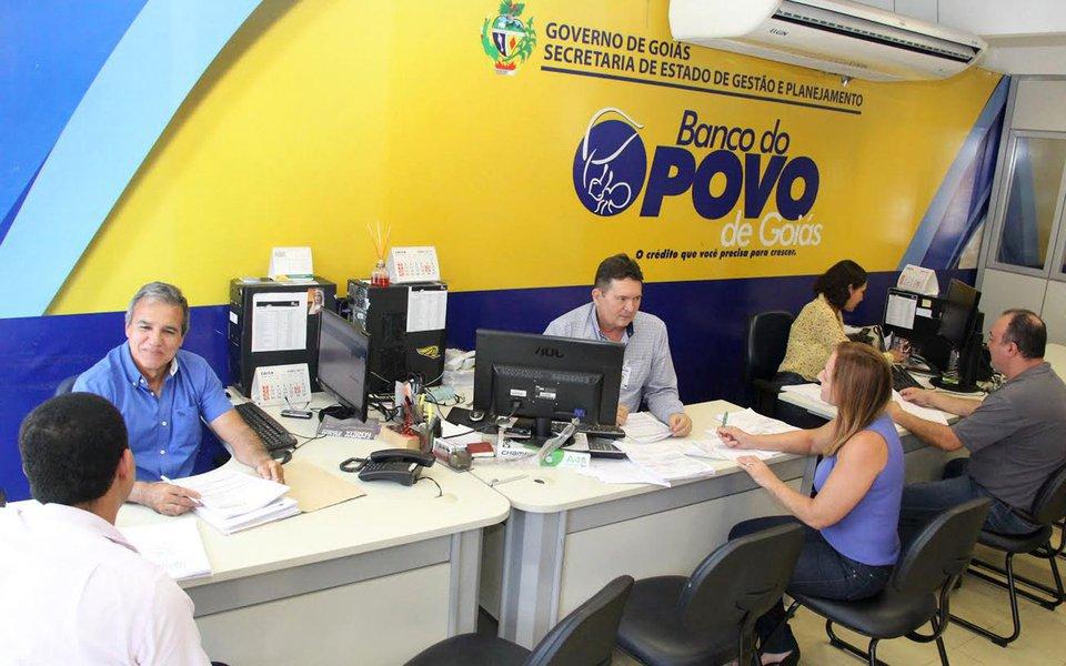 O governo de Goiás informou que, atualmente, 205 municípios já oferecem as linhas de crédito facilitadas do Banco do Povo para sua população, contemplando o desenvolvimento socioeconômico do estado; mas o objetivo é condicionar unidades em todas as 246 cidades