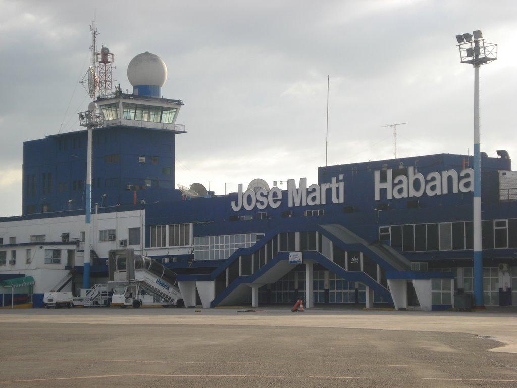 O aeroporto internacional José Martí, em Havana, retomou nesta terça-feira suas operações após permanecer três dias fechado por causa do furacão Irma, que atingiu a capital de Cuba no último sábado, provocando inundações, deixando mortos e prejudicando seriamente o fornecimento elétrico na ilha