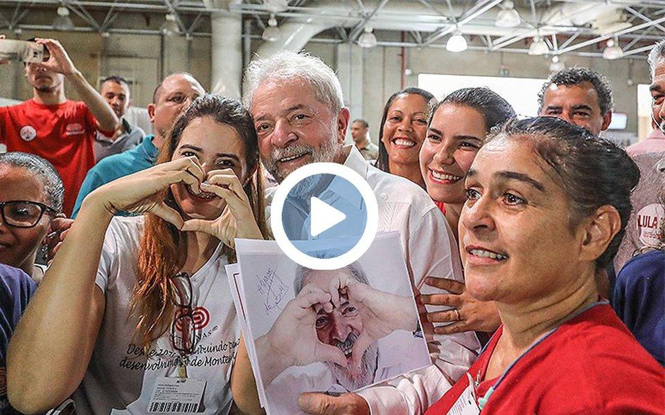 """No dia em que completa 72 anos, ex-presidente Luiz Inácio Lula da Silva é celebrado em praça lotada de Montes Claros, no norte de Minas Gerais, terra de seu amigo e ex-vice-presidente José Alencar; quando perguntado sobre Alencar, Lula respondeu: """"Foi o melhor vice do mundo, um ser humano extraordinário, alguém competente"""""""