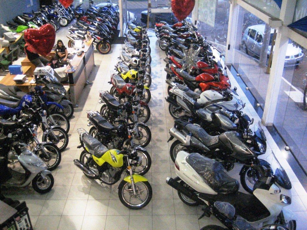 Vendas para as concessionárias em maio sofreram queda de 22,2%, em comparação com o mesmo mês do ano passado; no acumulado do ano, foram vendidas 345.021 unidades, redução de 8% ante o mesmo período de 2016;a produção de motocicletas também caiu 2,5% de janeiro a maio deste ano, segundo dados daAssociação Brasileira dos Fabricantes de Motocicletas, Ciclomotores, Motonetas, Bicicletas e Similares (Abraciclo)