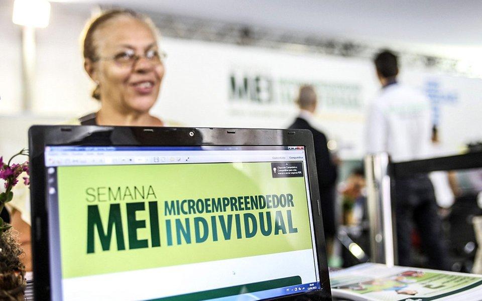 Os Microempreendedores Individuais (MEI) que possuem boletos mensais em aberto até maio de 2016 têm até o dia 2 de outubro para solicitarem o parcelamento especial de até 120 meses; o valor de mínimo de cada parcela deve ser de R$ 50; após esse prazo, o parcelamento só poderá ser feito em até 60 meses