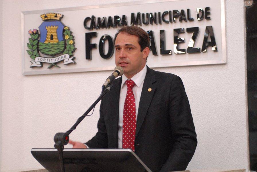 """A Prefeitura de Fortaleza entregou, nesta quinta-feira (31), o Plano Plurianual (PPA) 2018 - 2021 ao presidente da Câmara Municipal, Salmito Filho. Ao todo serão mais de R$ 34 bilhões aplicados até 2021, dos quais R$ 7,5 bilhões só no primeiro ano. """"O PPA é uma extraordinária ferramenta de planejamento que permite formalmente a possibilidade de dar continuidade daquilo que é política de estado, mesmo que no nível municipal"""", ressaltou Salmito"""