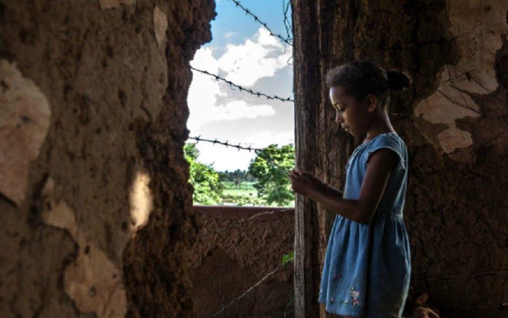 O Supremo Tribunal Federal (STF) decidiu hoje nesta quarta-feira que terras quilombolas e de comunidades sociais localizadas na Amazônia Legal não podem ser regularizadas em nome de terceiros; decisão proferida no julgamento impede que seja dada interpretação jurídica desfavorável à concessão de títulos de terras aos remanescentes das comunidades dos quilombos, garantindo determinação da Constituição; Corte julgou uma ação protocolada pela Procuradoria-Geral da República (PGR) em 2009 contra dispositivos da Lei 11.952/2009, norma que criou regras para a regularização de terras localizadas em propriedades da União na Amazônia