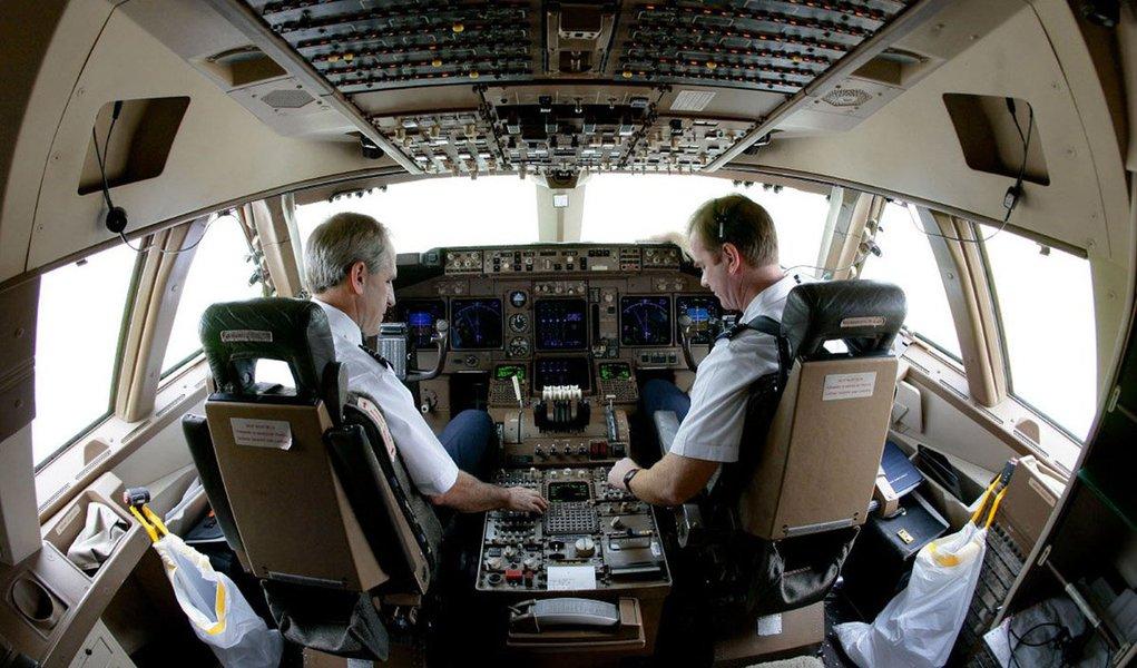 Sindicato Nacional dos Aeronautas (SNA), entidade que reúne pilotos, co-pilotos e comissários de voo da aviação comercial, afirma que a reforma da Previdência do governo Temer, além de inviabilizar o acesso da categoria à aposentadoria, pode desorganizar o setor e colocar a segurança dos passageiros em risco
