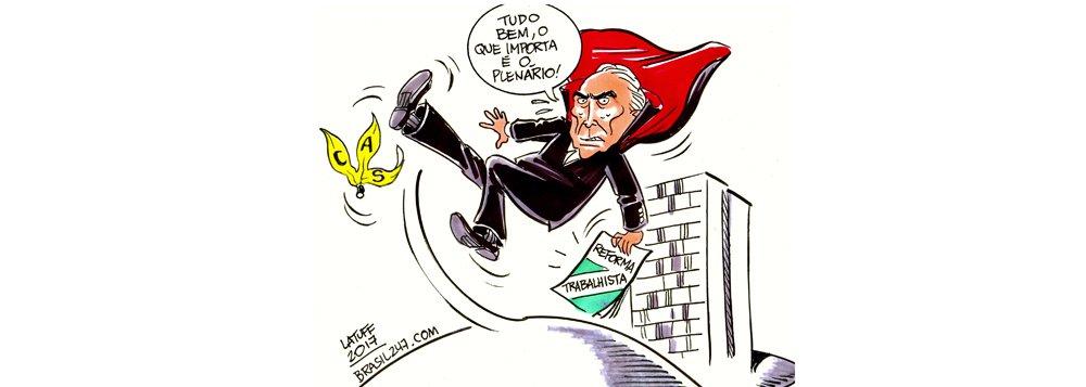 """Chargista Carlos Latuff divulgou nesta quarta-feira, 21, charge especial para o 247 que retrata a importante derrota de Michel Temer na reforma trabalhista; texto foi rejeitado por 10 votos a 9 na Comissão de Assunto Sociais (CAS) do Senado nessa terça-feira, 20; """"Tudo bem, o que importa é o plneário"""", diz Temer na charge, retratado escorregando numa casca de banana"""