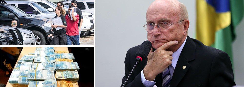 """Delegado da Polícia Federal Maurício Moscardi Grill, que está à frente das investigações da Operação Carne Fraca, deflagrada nesta sexta-feira (17) para apurar o pagamento de propina feita à fiscais agropecuários por parte de frigoríficos, disse que partidos políticos teriam se beneficiado do esquema; """"Há indícios claros dentro da investigação de que parte do dinheiro da propina era revertido para partidos políticos, como o PP e o PMDB"""", disse Moscardi; ministro da Justiça, Osmar Serraglio (PMDB-PR), empossado por Michel Temer no início deste mês, aparece em uma das gravações interceptadas pela PF pedindo informações sobre uma ação de fiscalização contra o frigorífico Larissa, um dos alvos da investigações"""